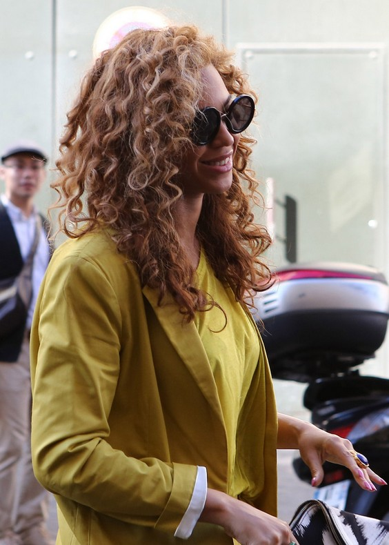 Sexy Long Blonde Curly Hairstyle - Beyonce Knowles Curls