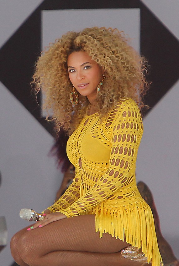 Best African American Hairstyles - Beyonce Long Curly Hair