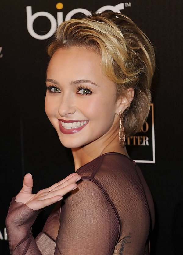 Hayden Panettiere Hairstyle with Waves