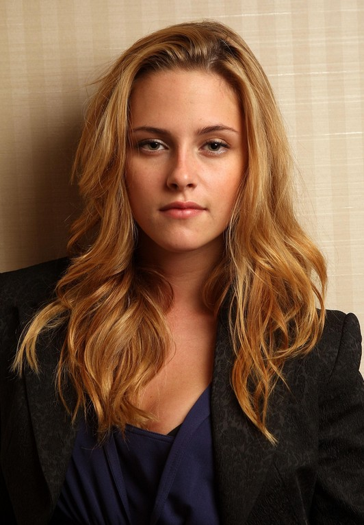 Kristen Stewart Long Blonde Hairstyle