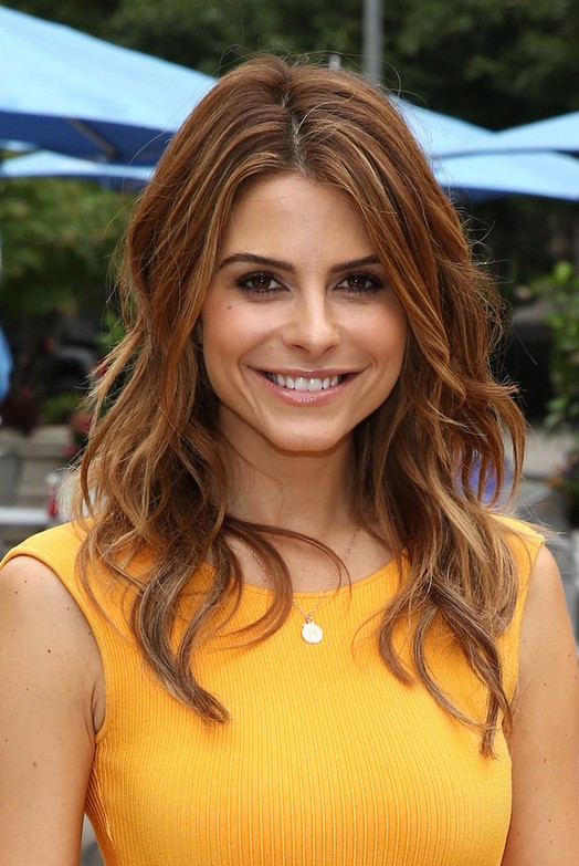 Maria Menounos medium Wavy Haircut for Women