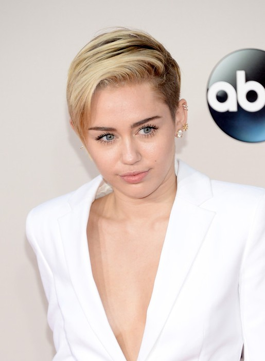 Miley Cyrus Short Side Parted Straight Hairdo