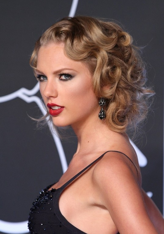 Taylor Swift Pinned Up Ringlets Faux Bob