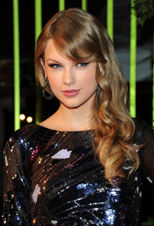 Taylor Swift Soft Wavy Hairstyle