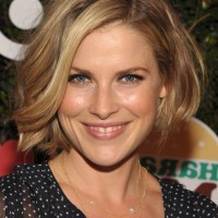Ali Larter Short Casual bob Hairstyle With Waves