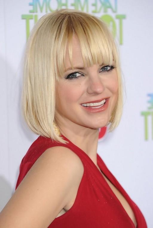Anna Faris Short Blonde Bob Haircut with Blunt Bangs