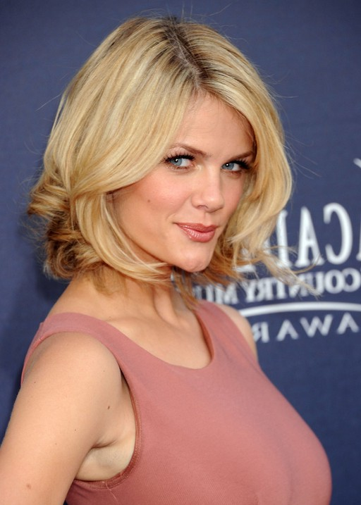 Brooklyn Decker Chin Length Blonde Bob Hairstyle Styles Weekly