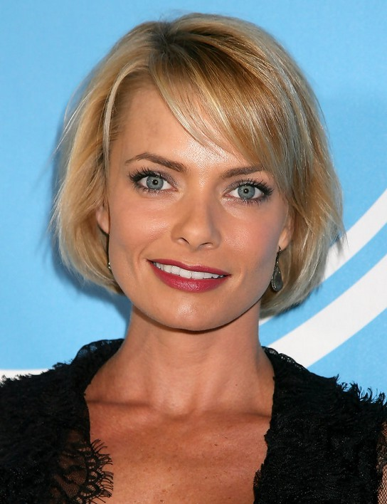 Jaime Pressly Short Bob Haircut for Round Face Shapes