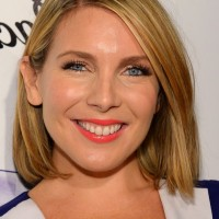 June Diane Raphael Medium Straight Bob Hairstyle