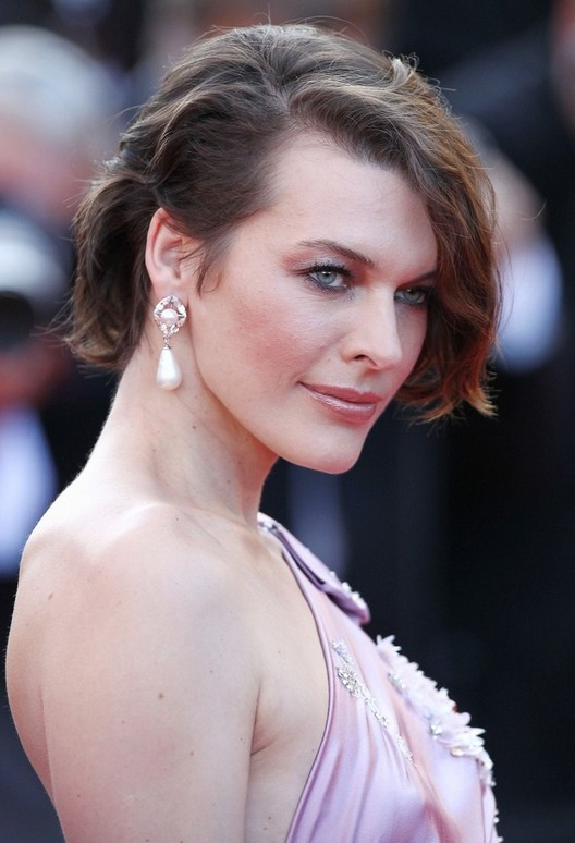 Milla Jovovich Short Choopy Messy Bob Hairstyle
