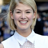 Chic Bob for Fall! Rosamund Pike Short Blonde Bob Hair Style