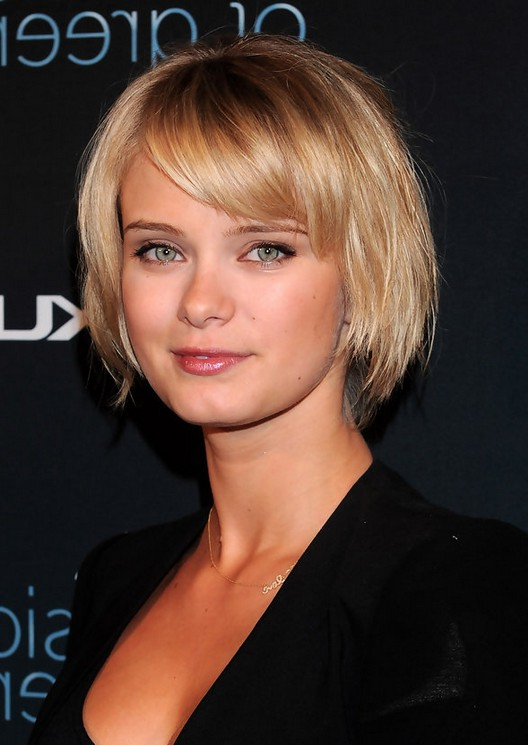 Sara Paxton Cute Short Bob Haircut with Bangs for Girls