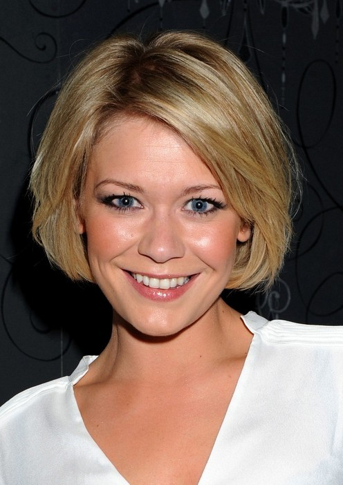 Suzanne Shaw Cute Short Bob Hairstyle With Bangs Styles