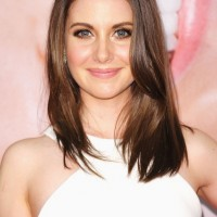 Alison Brie Hairstyles: Easy Medium Straight Hair for Fall