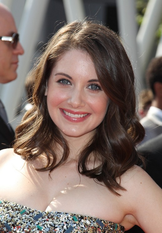 Alison Brie Medium Wavy Hairstyles