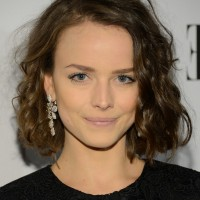 Allison Miller Short Curly Bob Hairstyle for Trigular Faces