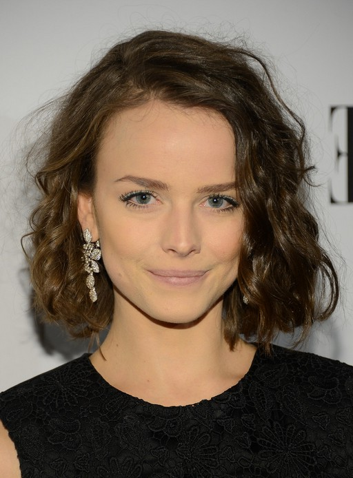Allison Miller Short Curly Bob Hairstyle For Trigular