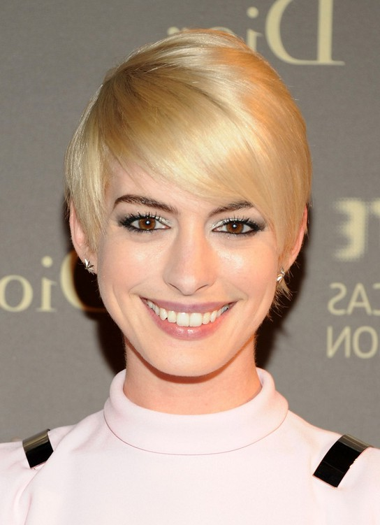 Anne Hathaway Short Straight Pixie Hairstyle with Side Swept Bangs