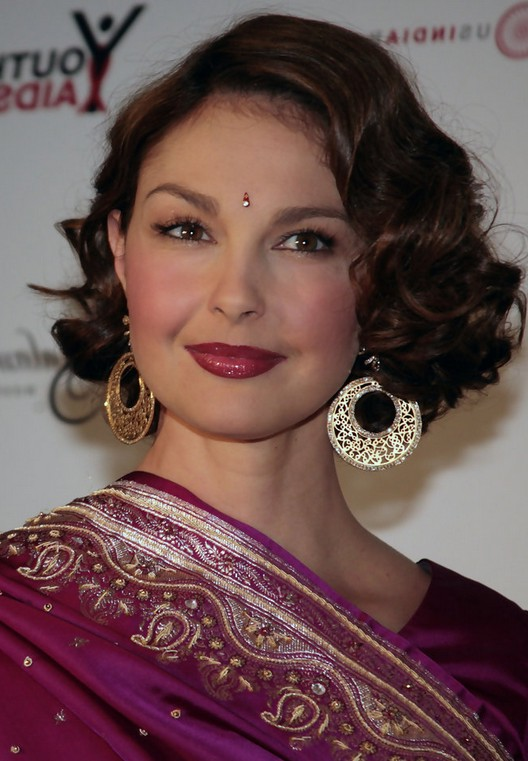 Ashley Judd Short Finger Wave Hairstyle For Round Faces Styles Weekly