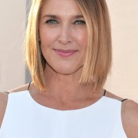Brenda Strong Graduated Short Straight Bob Haircut