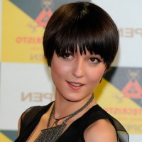 Chic Short Bowl Haircut for Women