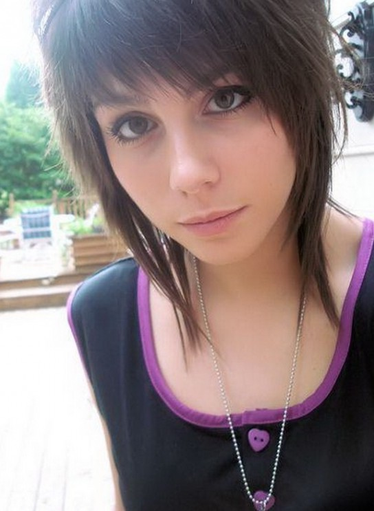 Cute EMO Short Haircut for Girls