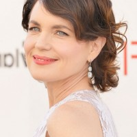 Elizabeth McGovern Short Retro Finger Wave Hairstyle for Women Over 50