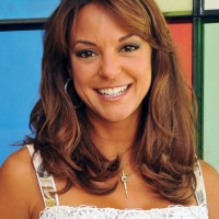 Eva LaRue Medium Hairstyle