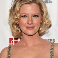 Gretchen Mol Wavy Curly Hairstyle for Prom