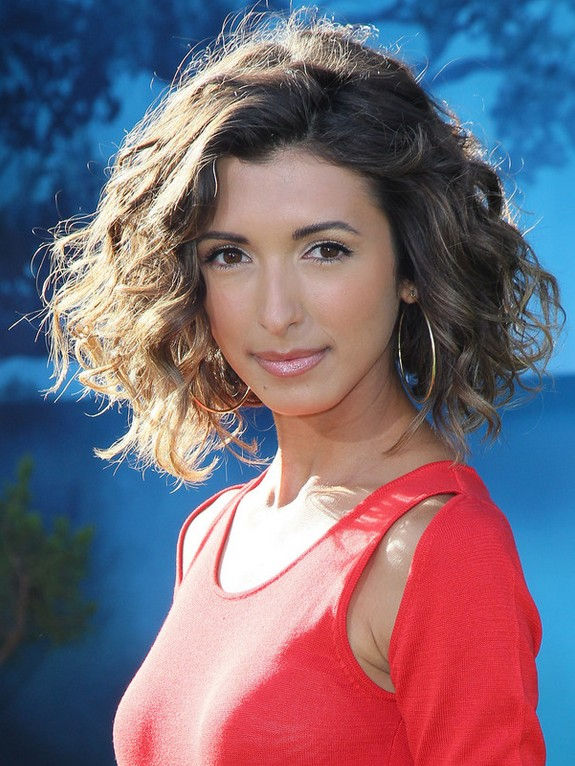 India De Beaufort Short Curly Bob Hairstyle For Girls Styles Weekly