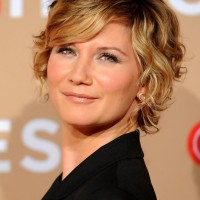 Jennifer Nettles Short Blonde Wavy Curly Bob Hairstyle with Bangs