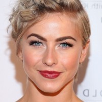 Julianne Hough Short Messy Hairstyle for Summer
