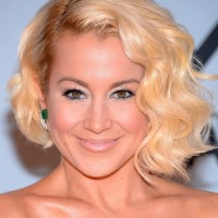 Kellie Pickler Retro Glam Short Finger Wave Hairstyle with Bangs
