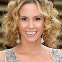 Keltie Knight Short Dark to Blond Ombre Curly Hairstyle