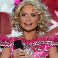 Kristin Chenoweth Short Curly Hairstyle for Women Over 40