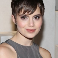 Sami Gayle's Short Haircut: Growing Out Pixie Cut for Women