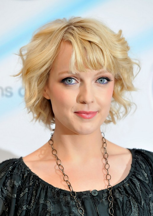 Lauren Laverne Haircut: Casual Short Blonde Curly Hairstyle for Oval ...