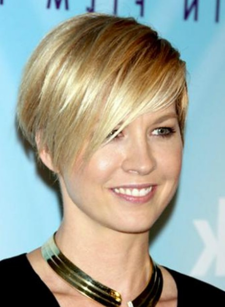 Fine Layered Short Wedge Hairstyle For Women Styles Weekly Short Hairstyles For Black Women Fulllsitofus