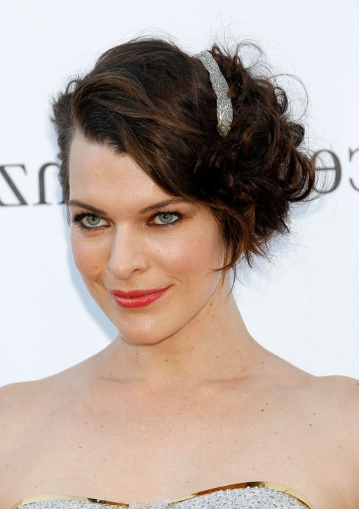 Milla Jovovich Chic Short Curly Bob Hairstyle for Wedding | Styles ...