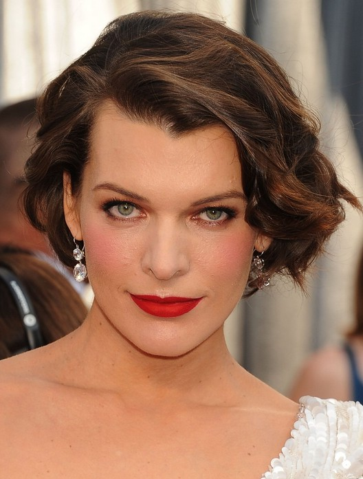 Milla Jovovich Short Brown Bob Hairstyle With Bouns Waves Styles Weekly