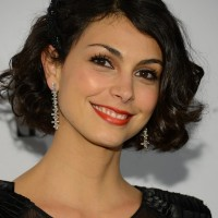 Morena Baccarin Short Curly Bob Hairstyle for Round Faces