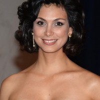 Morena Baccarin Short Curly Haircut for Round Face Shapes