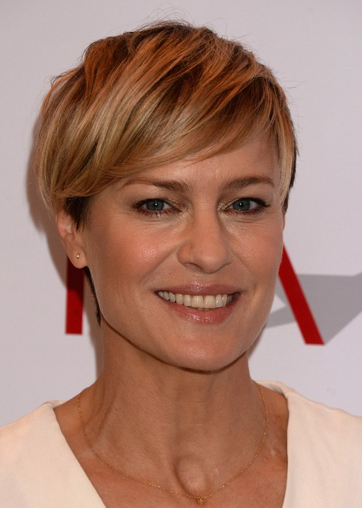 Robin Wright Side Parted Layered Short Straight Cut with Bangs /Getty ...