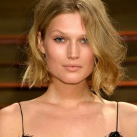 Toni Garrn Short Messy Hairstyle with Long Bangs