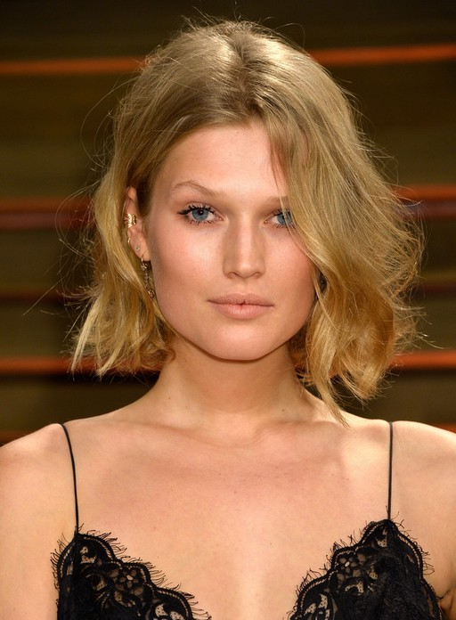 Toni Garrn Short Messy Hairstyle With Long Bangs For Prom