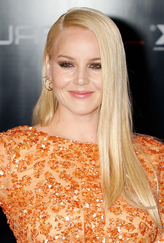Abbie Cornish Side Parted Long Sleek Straight Hairstyle