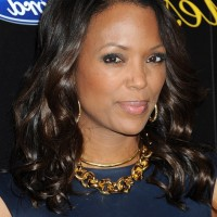 Aisha Tyler Medium Curly Hairstyle for Black Women