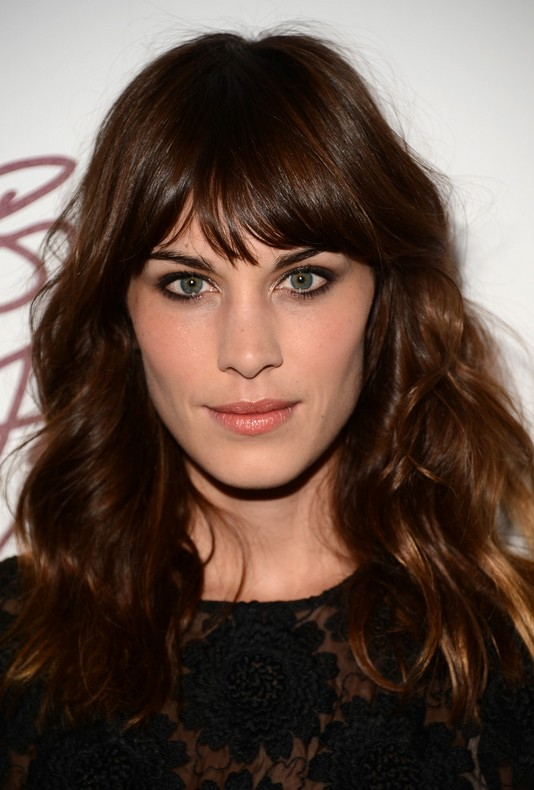 alexa chung latest hairstyles � dark brown wavy hairstyle