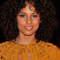 Alicia Keys Layered Medium Curly Hairstyle for Women