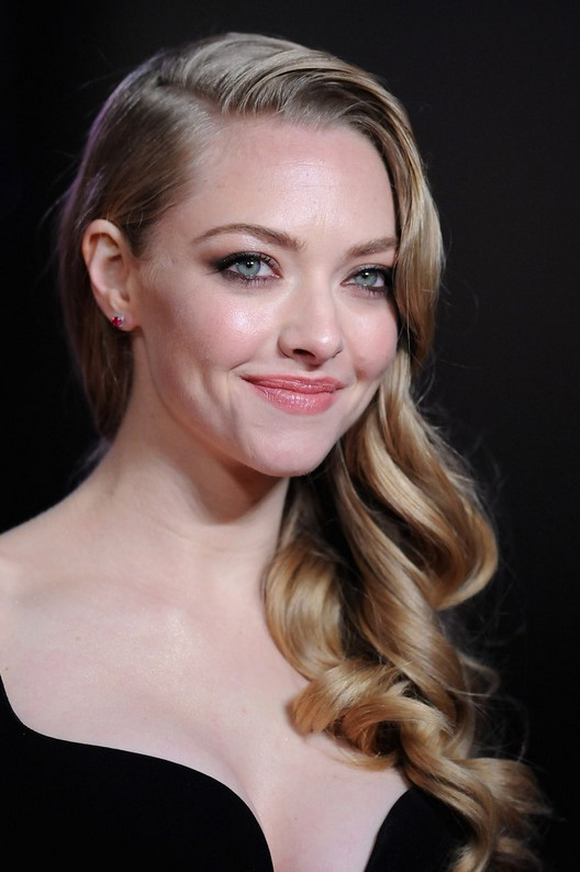 amanda seyfried long curly hairstyle for prom styles weekly